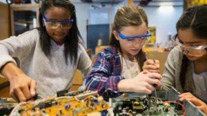Consultoria Espaços Maker: 5 motivos sua filha aprender e se destacar!