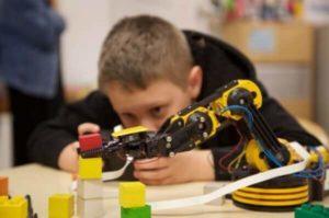 Consultoria Espaços Makers:  5 motivos para os alunos aprenderem com a mão na massa!